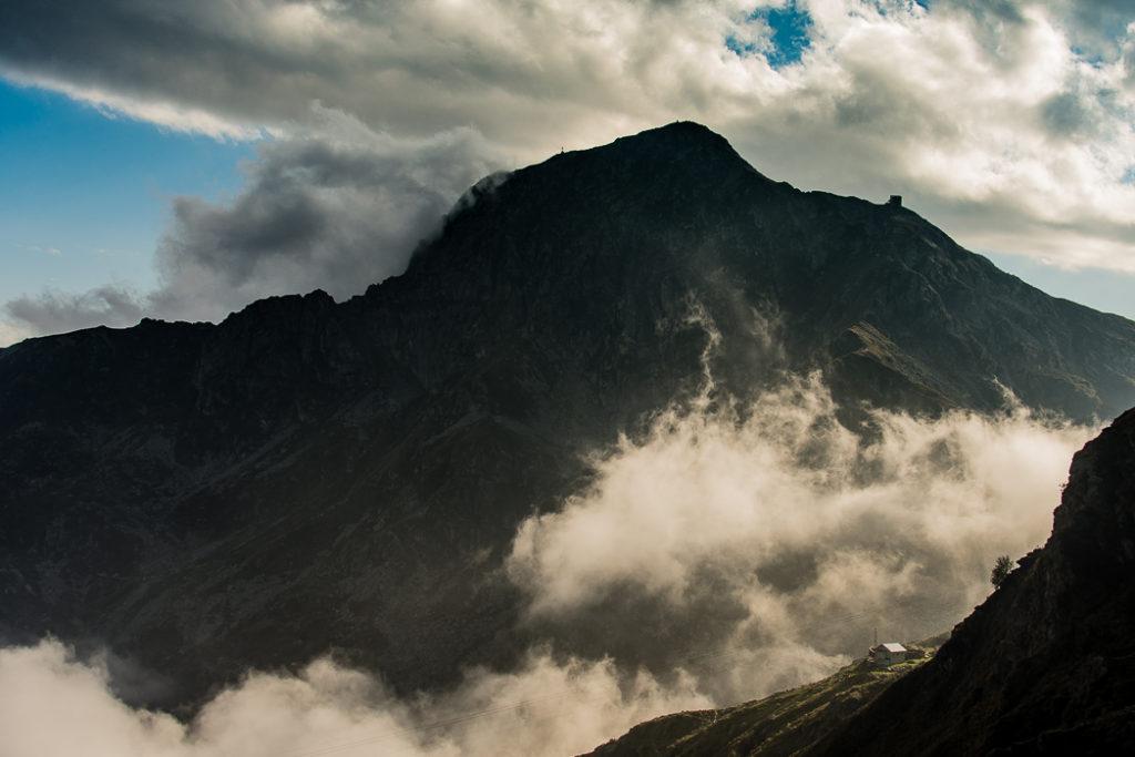 Rifugio Rosazza con nubi - Montagna biellese